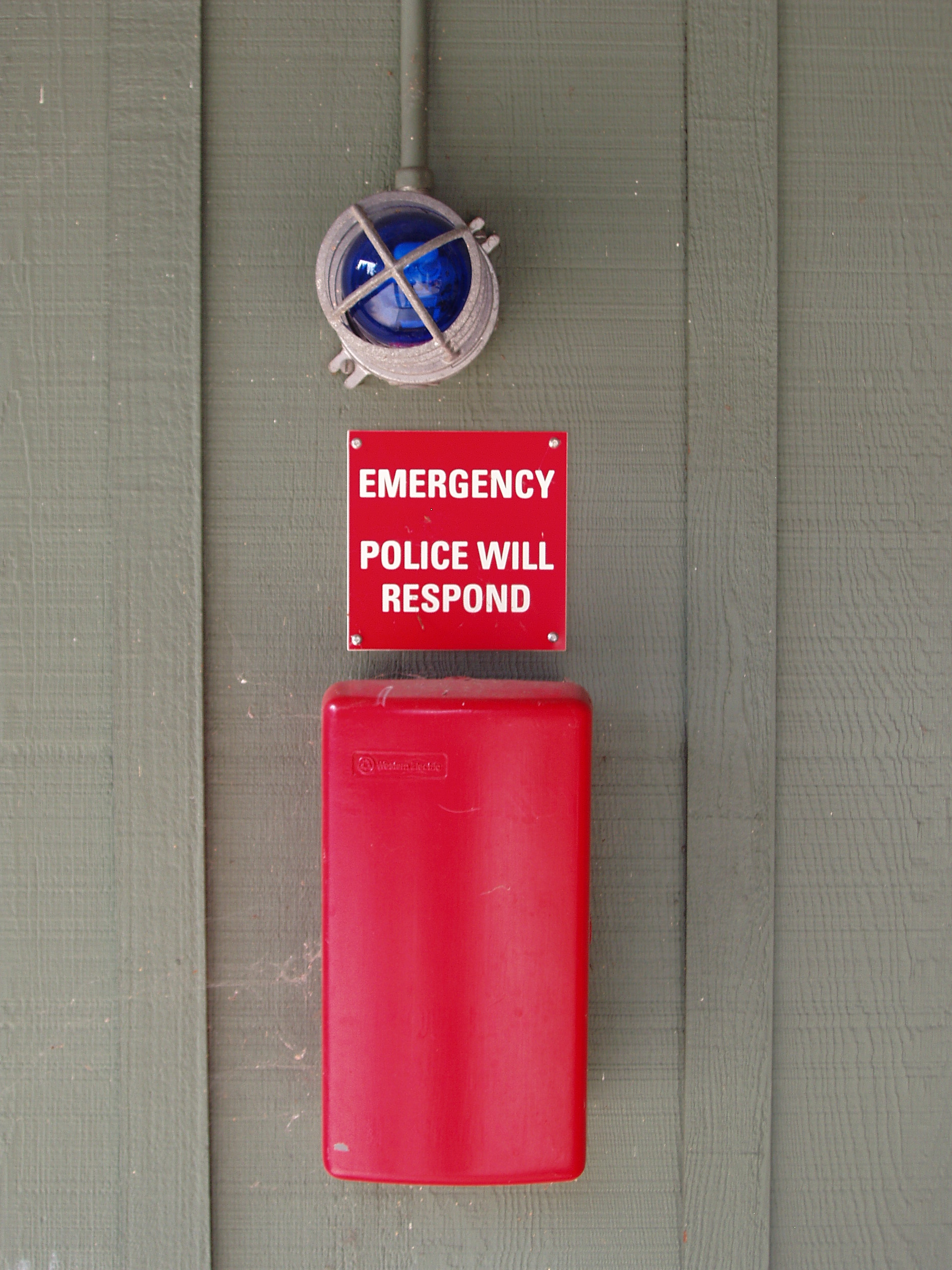 Photo of handset-style emergency phone box